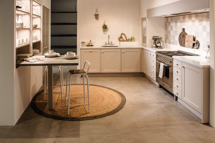Heerlijke keuken van Janssen en Ko, strak en toch landelijk! Met een prachtig fornuis van Boretti en een werkblad van Carrara marmer. Benieuwd naar de prijs? Kom langs in de winkel in Uden en laat u verrassen...