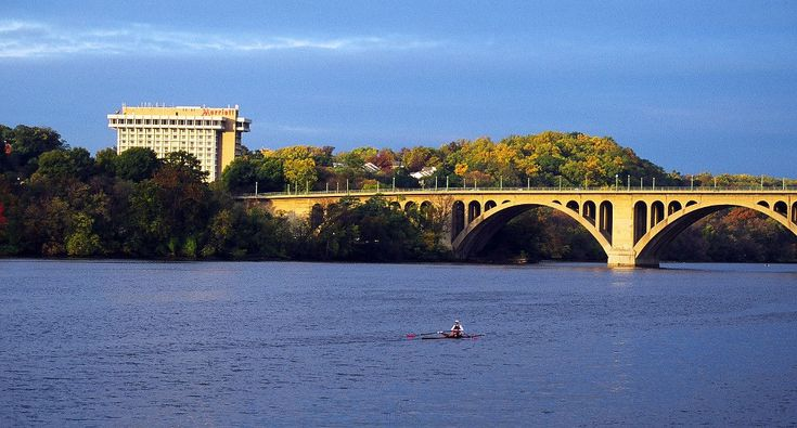Enjoy the perks of modern travel at the Key Bridge Marriott. As a premier hotel in Arlington, VA, we make it easy to discover DC.
