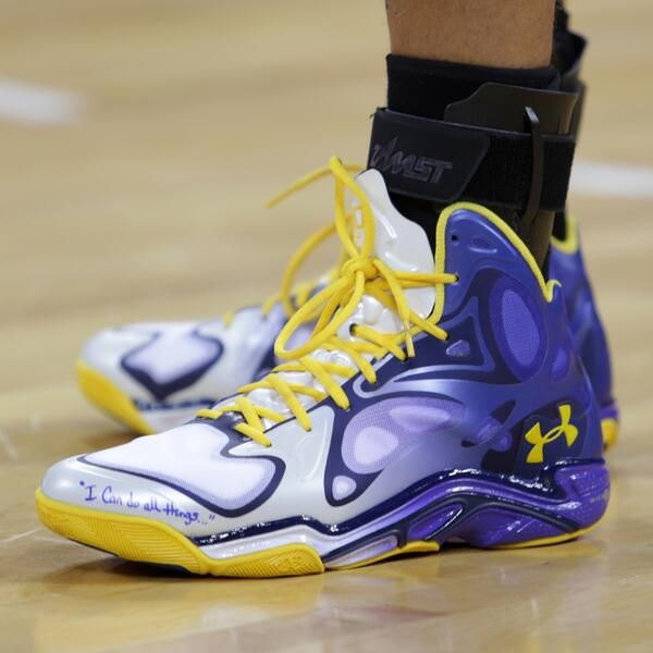 In China at the NBA Global Games, Stephen Curry debuts a new #Anatomix Spawn.