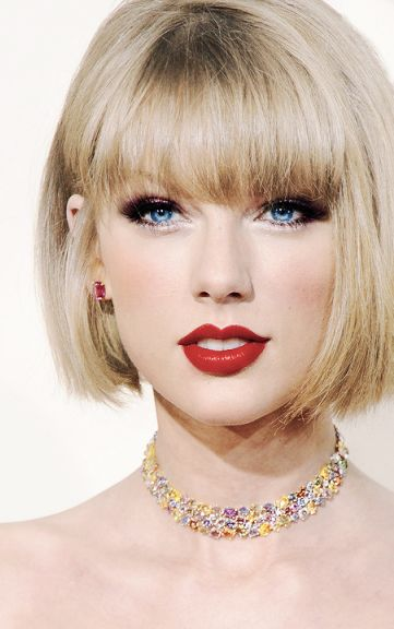 Taylor's old hair are back... She's out in Nashville with her old hair color today