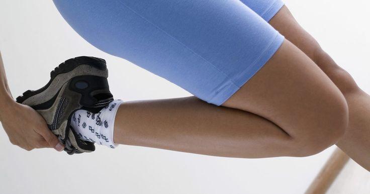 Alongamentos para o quadríceps. O alongamento comum para o quadríceps, o músculo anterior da coxa, é essencial para a mobilidade da articulação do joelho. Trabalhando o quadríceps, evita-se a rigidez muscular e alivia-se a dor. Há uma variedade de exercícios para o alongamento desse músculo que ajudará a prevenir a dor do joelho e melhorar a circulação local. Converse com seu ...