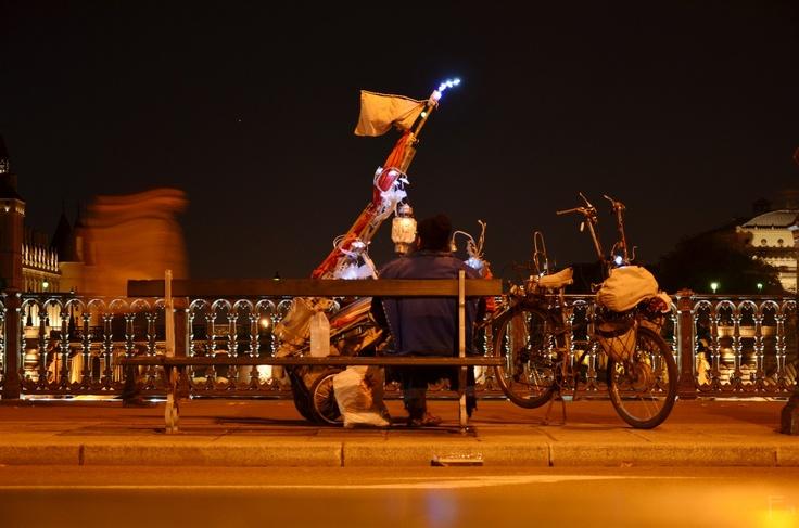 Su Pont d'Arcole, Paris.  D7000. f/5; 1/2; ISO400; 50mm.