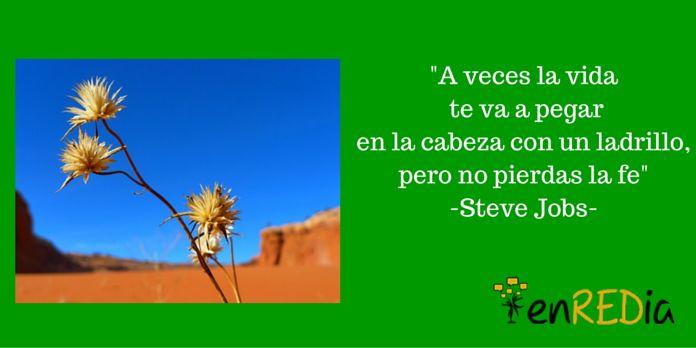 """""""A veces la vida te va a pegar en la cabeza con un ladrillo, pero no pierdas la fe"""" -Steve Jobs- #citas #quotes #notas #motivación #positivo #socialmedia #redessociales #marketing #marketingdigital #communitymanager #sm #enredia #frasescélebres"""