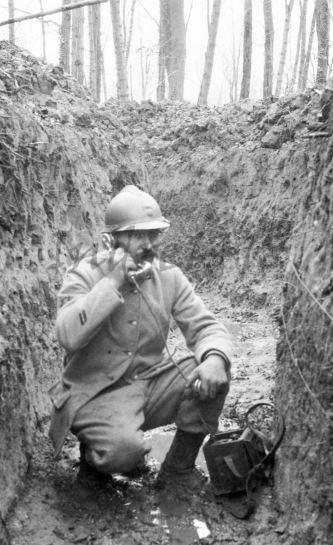 WWI French Corporal with field telephone. -Indre 14/18. WWI Français caporal avec un téléphone de campagne. -Indre 14/18,