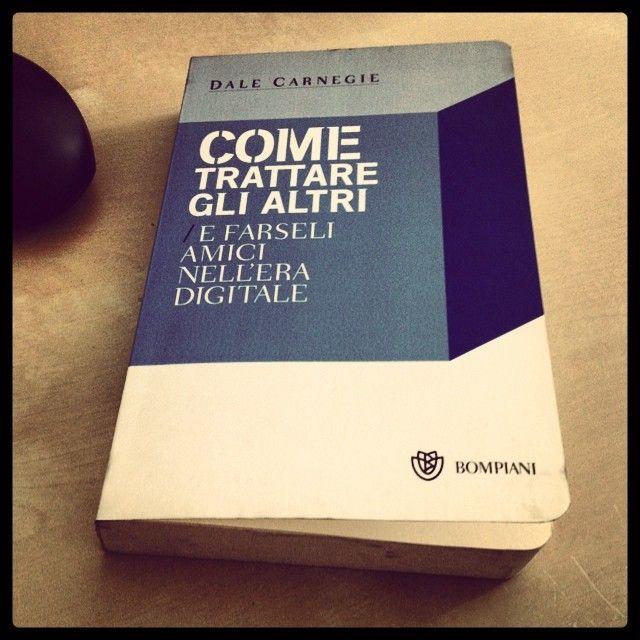 """""""Come trattare gli altri e farseli amici nell'era digitale"""" - Daniel Carnegie #twittamiunlibro #bibliotecaideale #libri #leggere #lettura #cultura #books #reading #read"""