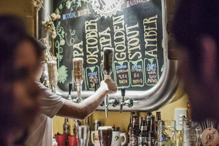 El modelo de cervecería multimarca, con canillas de productores diferentes, se impone como el nuevo y exitoso formato para beber lo mejor del mercado artesanal. Más es más.