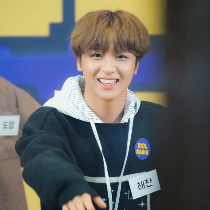 "lo🌻 on Instagram: ""this is so cute i am crying ° ° ° #Haechan"