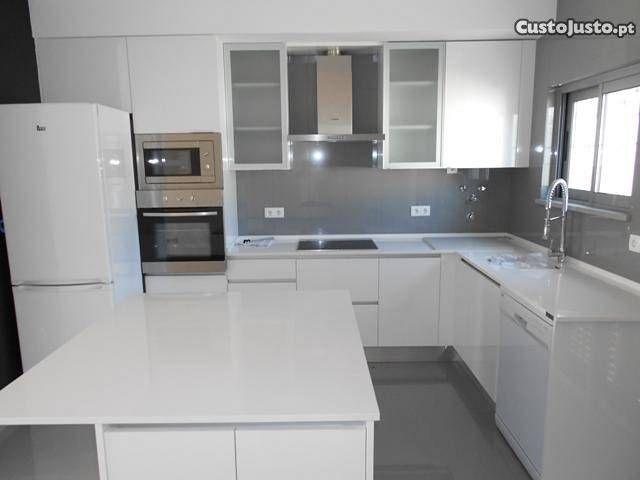 Moradia T2 Nova moderna com Estacionamento - à venda - Moradias, Faro - CustoJusto.pt