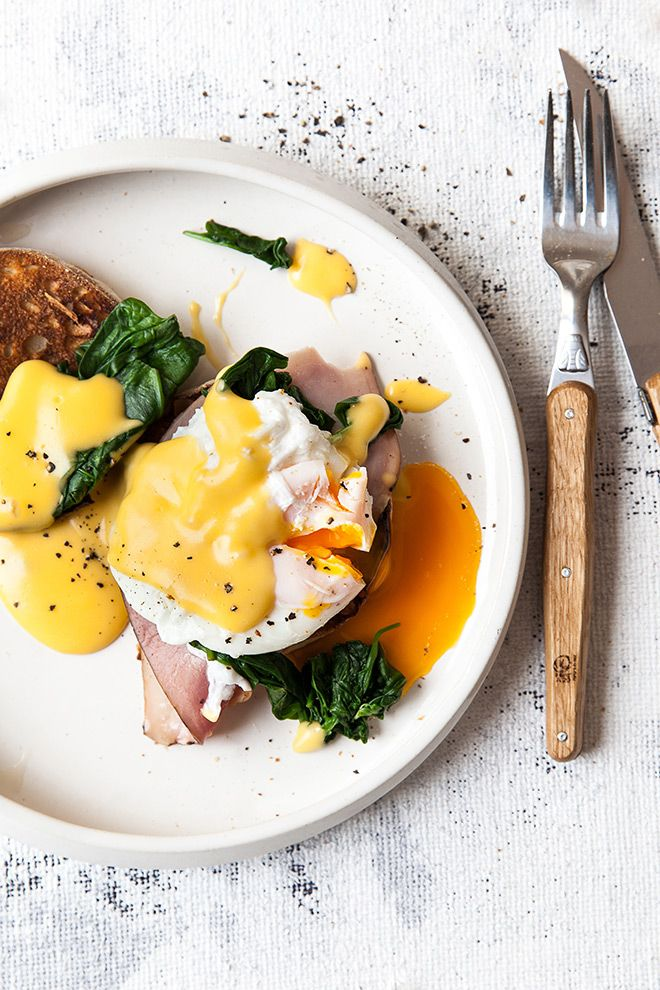 Eggs Benedict is a breakfast classic that is a must to master. The trick to perfect eggs Benedict lies in the technique and we thought we'd share a how to. Breakfast Platter, Breakfast Dishes, Breakfast Recipes, Easy Eggs Benedict, Eggs Benedict Recipe, Breakfast Photography, Food Photography, Cooking Recipes, Healthy Recipes