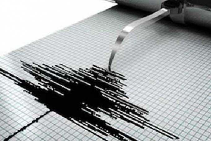 WinNetNews.com - Gempa bumi berkekuatan 5,2 skala richter (SR) terjadi di Kepulauan Talaud, Sulawesi Utara. Gempa tersebut tidak berpotensi tsunami.Berdasarkan informasi dari situs resmi Badan Meteorologi, Klimatologi, dan Geofisika (BMKG), gempa terjadi pada Kamis (13/4/2017) pukul 23.05 WIB. Lokasi