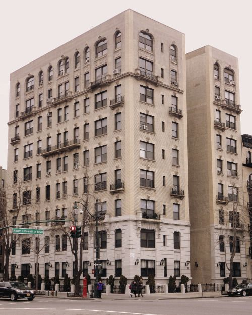Apartments Forest Hills Queens Ny: An Apartment House In Harlem, Manhattan.