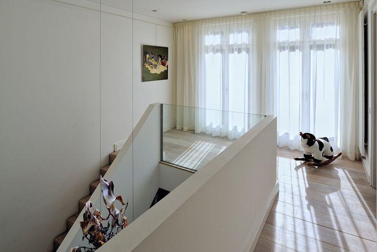 BNLA architecten kreeg de opdracht om het ontwerp te maken voor de verbouwing van een woning aan de Amstelkade in Amsterdam. Fotografie Studio de Nooyer.