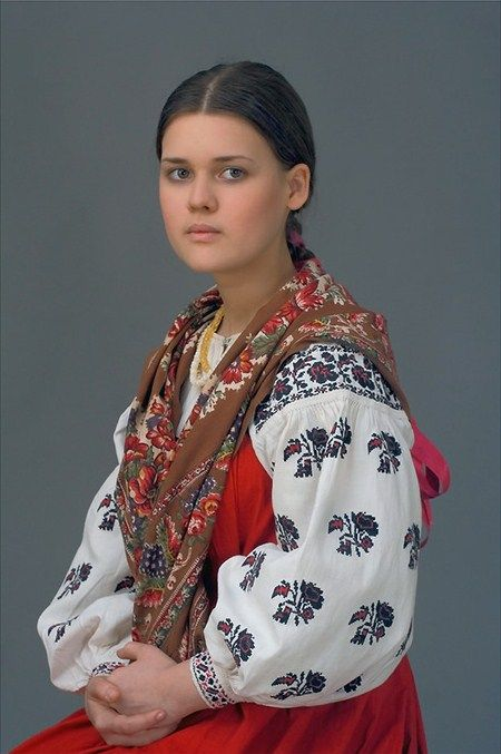 Russian national costume of an unmarried girl from Moscow Province. Early 20th century. Authentic specimen from a private collection. #folk #Russian #national #costume