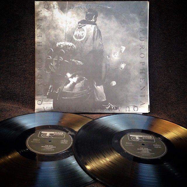 The Who - Quadrophenia Deluxe Edition1973, GERMANY, Track Record 2409 203Disco Doble, edición deluxe original de 1973, Gatefold en perfecto estado, incluye libro de 44 páginas con fotos de la película.