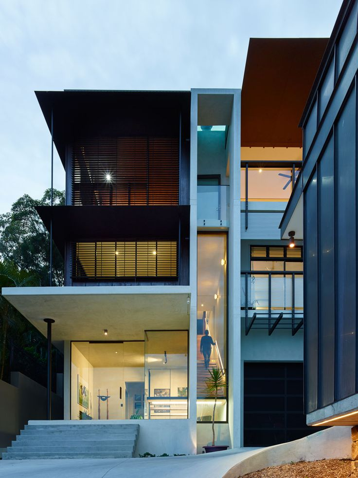 Bardon House - Brisbane Architects - Bligh Graham Architects, established  in is a small practice situated in Brisbane, Australia.