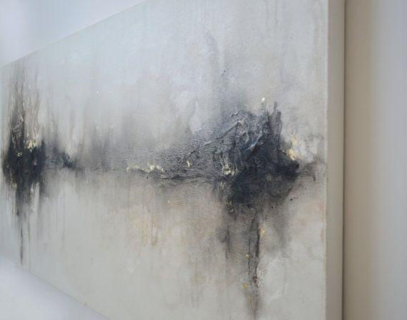 Titre : Le temps guérit rien    Taille : 24 « x 48 » x 1,5     Détails : Cette peinture abstraite originale a été créée en commençant par les zones de peinture blanche texturée et puis lavages métalliques et à charbon de superposition entre eux pour créer un fond brumeux, chatoyant ponctuée de marques de charbon concentrés dans les zones et accentués avec or blanc 12kt. Les côtés sont peints en blanc et il est recouvert dun vernis protecteur et signée et datée au dos donc il peut être…