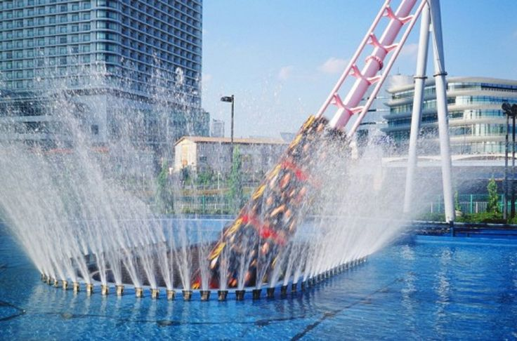 Vanish Roller Coaster at Yokohama Cosmoworld in Japan dives into an underwater tunnel! #Travel #Vacation #MustTry