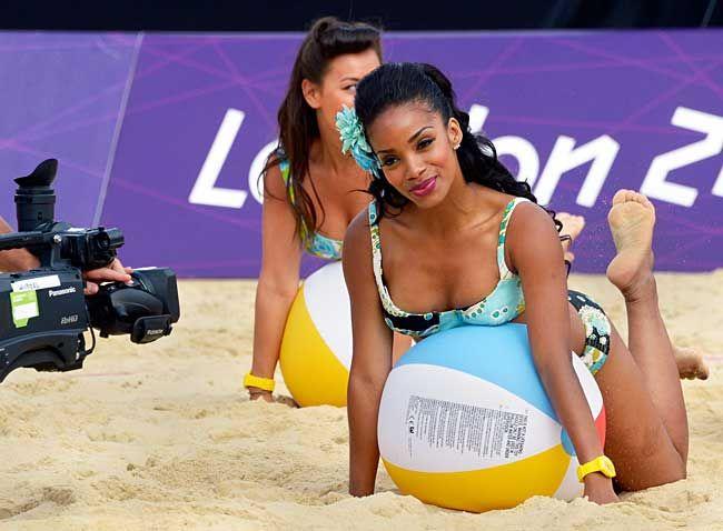 ロンドン五輪のビーチバレーの試合会場…:頑張リオ 五輪チアリーダー 写真特集 - リオ五輪・パラリンピック 2016:時事ドットコム