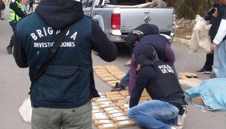 Narcos, detenidos entre Salta y Jujuy: La Policía secuestró cerca de 150 kilos de marihuana en un operativo. #Salta #Jujuy #Narcotrafico…