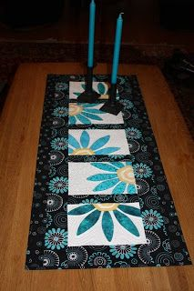 Foreign website but I love this table runner & I know I have a pattern for the basic daisy block. I want to try this as a runner. LOVE IT!