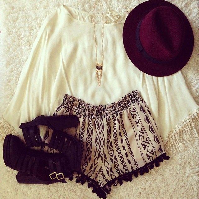 #ShareIG Loving these Egyptian tassel shorts from @Petite LA @Petite LA | Get yours at www.petitela.com ❤️ Shoes- @DAILYLOOK, necklace- @Shop Civilized