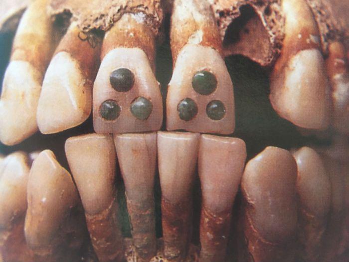 aspecto fisico mayas incrustaciones dientes