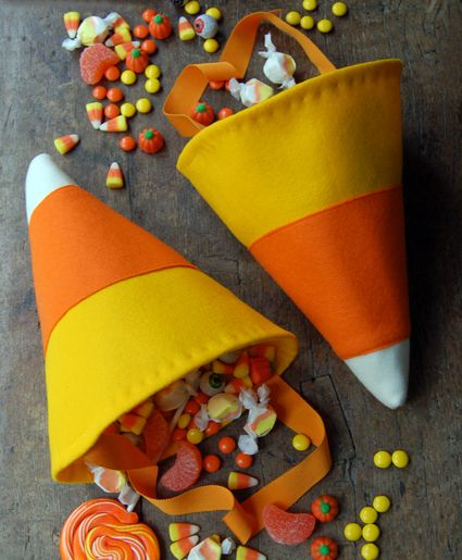 candy corn trick-or-treat bags: Corn Tricks, Idea, Tricks Or Treats, Treat Bags, Corn Candy, Candy Corn, Candycorn, Halloween Treats Bags, Purl Bee
