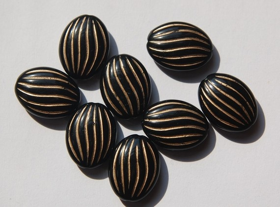 Black Oval Acrylic Beads with Gold Etched Lines by yummytreasures, $2.95Gold Etchings, Black Oval, Oval Acrylics, Acrylics Beads