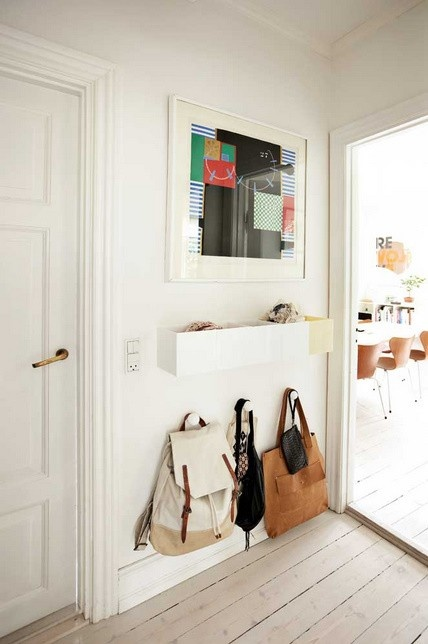 Organised entrance - somewhere for your girlfriends to hang bags and put keys - super <3