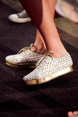 so fab.: Stine Goya, Fashion Shoes, Gold Polka Dots, Fashion Style, Girls Fashion, Platform Shoes, Fashion Trends, Girls Shoes, Gold Shoes