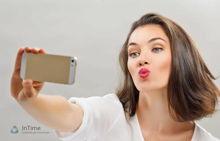 Un recente studio di alcuni studenti della Brigham Young University ha rilevato che esiste un vero identikit di chi si fa i selfie.