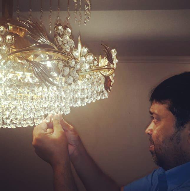 اعمال الصيانة تلميع الثرية الكريستال لأحد فلل العملاء في منطقة الجابرية للاستفسار اتصل على الرقم 99059808 اختصاصنا تنظ Ceiling Lights Instagram Posts Instagram