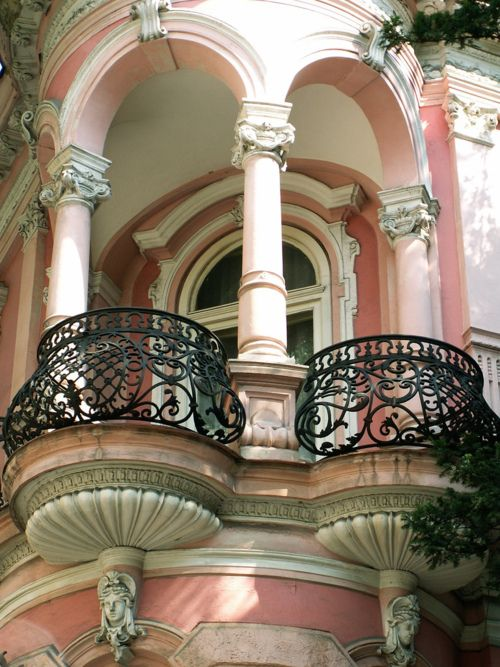 Extravagant Pink balcony In Paris: Charleston Sc, Window, Balconies, Paris France, Southern Architecture, Pink Houses, Wrought Irons, Mansions, Charleston South Carolina