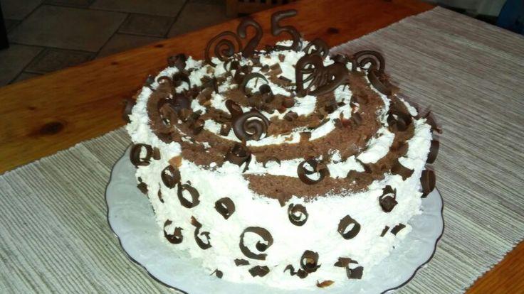 Vaníliás-tejszínes torta a 35.-re. Igen, 10 évet fiatalítottam magamon ;-)