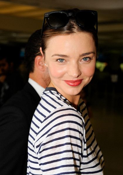Miranda Kerr fresh faced look - just add bright lipstick.