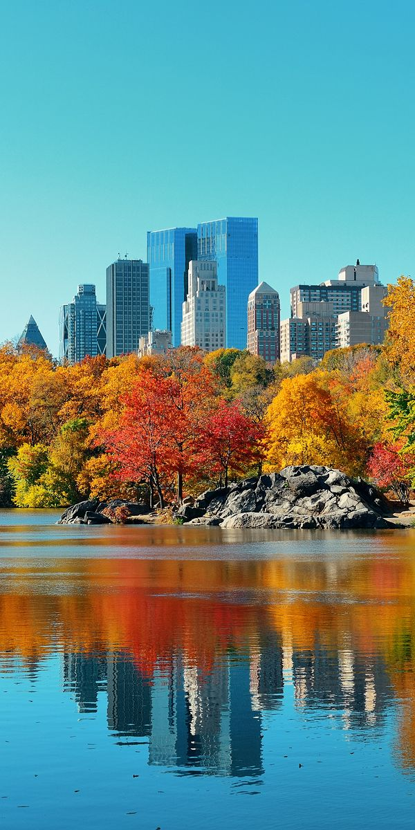 Autumn has arrives in Central Park's lake in Midtown Manhattan! - Luxury New York holidays
