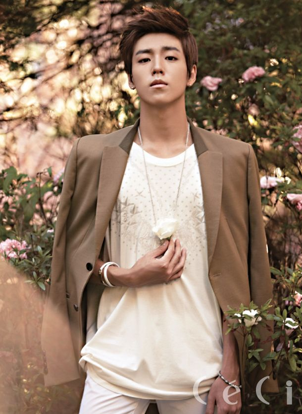 Lee Hyun Woo in CeCi September 2012