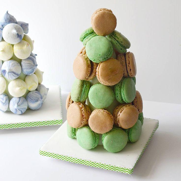 Macaron tower. 💚🍫☕ Mocha macarons and chocolate mint macarons. #laduree #paris #macaron #macarons #macarontower #dairyfree #glutenfree #kosher #sweet #ceterpiece #makingjerusalemsweeter