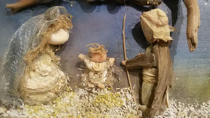 Un particolare della Natività del Presepe di conchiglie, sassi, rami di legno , ecc...  A detail of the Nativity of shells , stones, sticks of wood ....