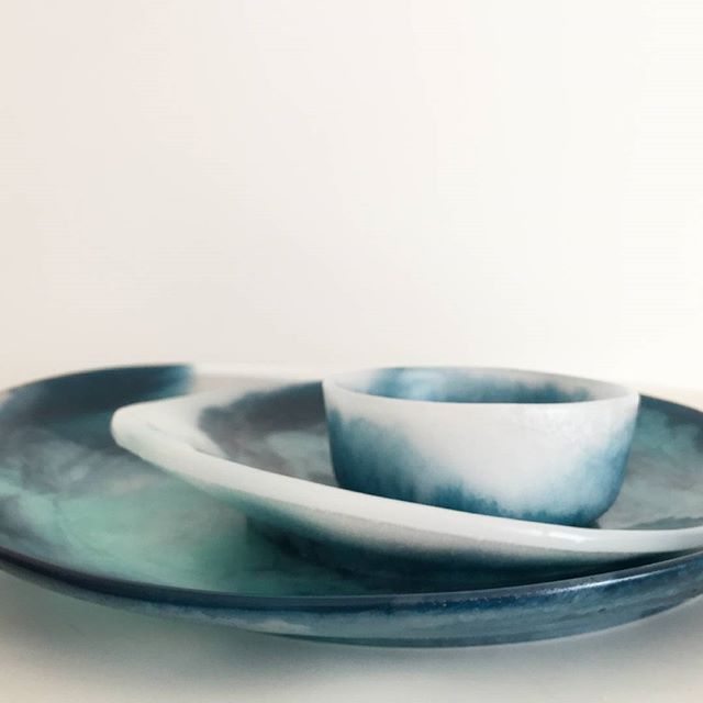 SEA collection by Rachel Bainbridge.  Designed + handcrafted in Melbourne by Rachel Bainbridge This collection has been inspired by the oceans + organic coastlines of Australia's beautiful beaches. - large plater - small plater - small bowl- available online now! ✖✖✖ FREE gift with all pre orders on our sea collection TRIO untill 9pm monday 3rd ✖✖✖ #handmade #handmadewithlove #platter #boutique #boutiqueshopping #interior #interiorstyling #interiordesign #giftware #melbournestylist #stylist…