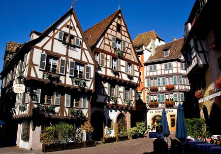 German traditional architecture contains white 'boxy' houses with brown wooden beams and many windows for light. This is different than Islam architecture because Islam architecture consists of domes, curves, arches, and vibrant colors. They both do have a lot of light in their architecture through windows and open spaces.