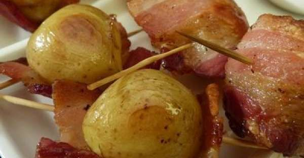 Baby Potato Bacon Wraps Recipe.    There are so many different ways to cook potatoes. We can bake them, fry them, roast them, boil them and mash them, we can even barbecue them.  CLICK VISIT for FULL RECIPE!