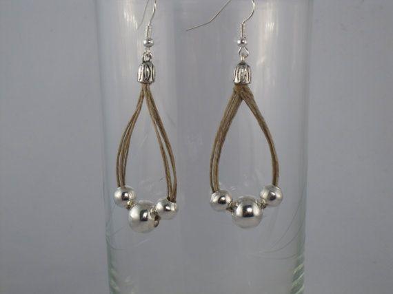 Fil de lin de boucles d'oreilles boucle fantaisie métallique couleur argent perle méditerranéenne blanche l'été naturel fait à la main