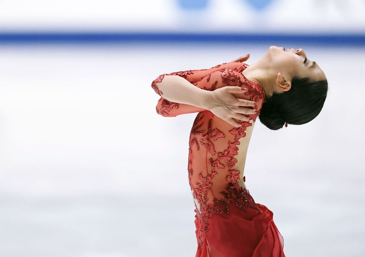 Mao Asada completes her free program performance in the women's figure skating event at the national championships in Kadoma, Osaka Prefecture, on Dec. 25, 2016. The Vancouver Olympic women's silver medalist and three-time world champion finished 12th. (Kyodo) (2668×1882)