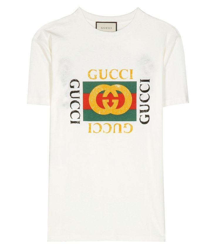 Gucci - T-shirt en coton à imprimé et broderies - Ce t-shirt blanc signé Gucci est imprimé d'un logo vintage sur le devant, et agrémenté de finitions vieillies pour un effet patiné. Au dos, les tigres signature de la maison italienne sont encadrés de broderies florales délicates, et le tout se portera rentré dans la taille haute d'une jupe crayon. seen @ www.mytheresa.com