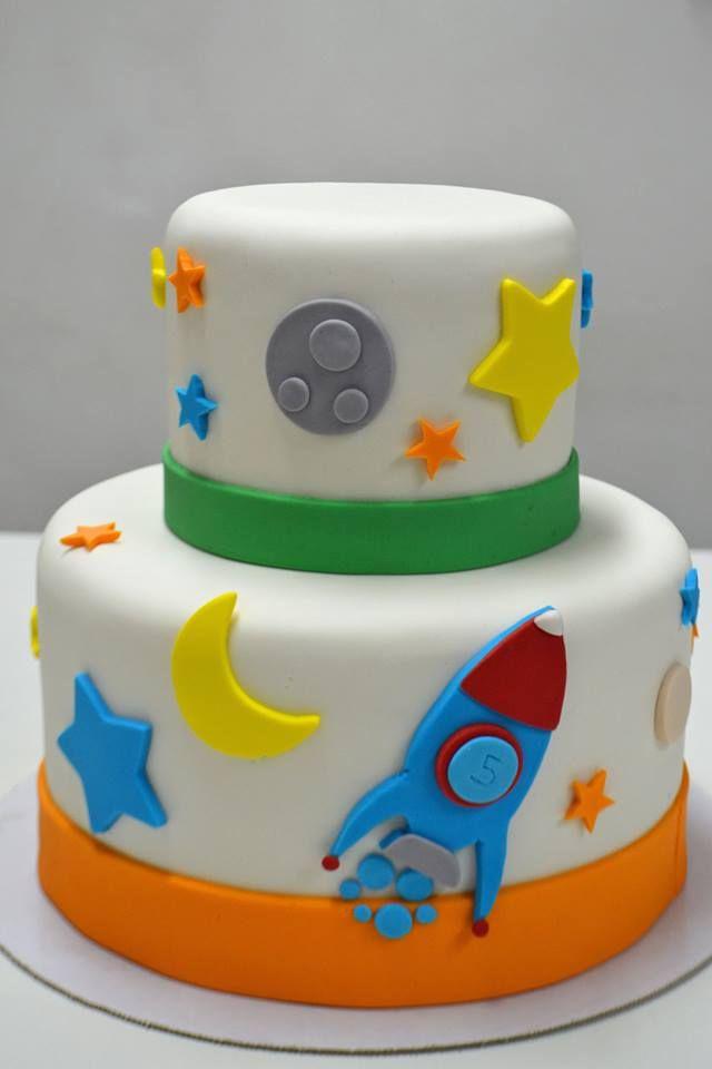 Bolo de astronauta - astronaut cake (via Simone de Lauro)