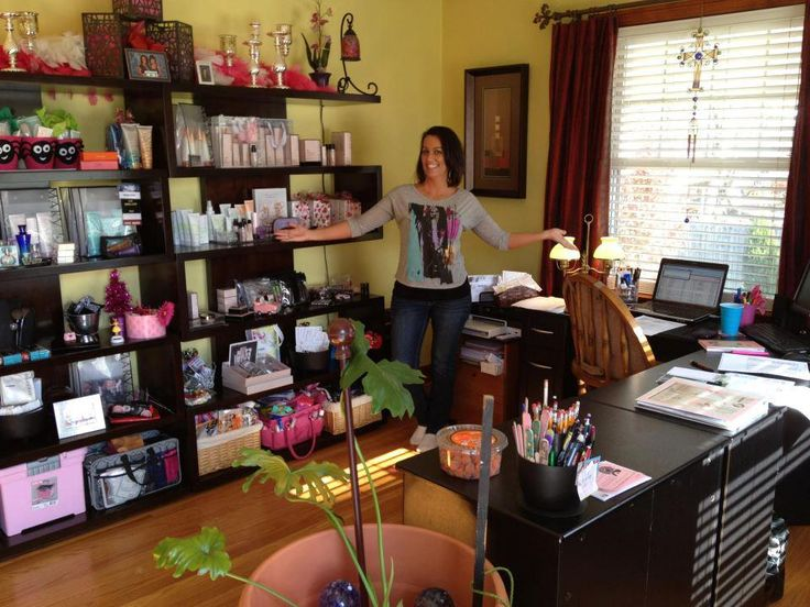 :) wow look at her mary kay office  www.marykay.com/...