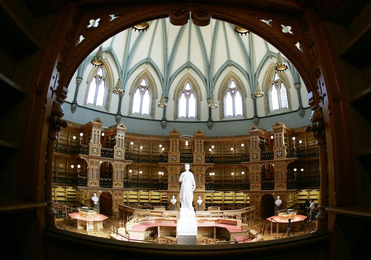 Biblioteca del Parlamento canadese, Ottawa, Canada  35 fantastiche biblioteche - Il Post
