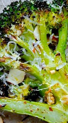 Roasted broccoli tossed with sliced toasted almonds, red pepper flakes, garlic, lemon juice, and aged pecorino cheese. ❊