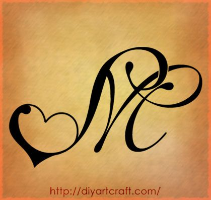7 creazioni decorative per tatuaggi: maiuscola M e simboli